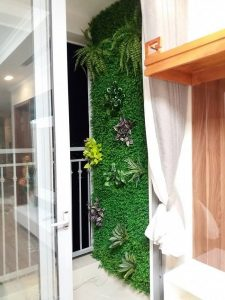 Làm đẹp ban công ở chung cư bằng vườn đứng