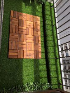 Làm đẹp ban công ở chung cư bằng thảm cỏ nhân tạo