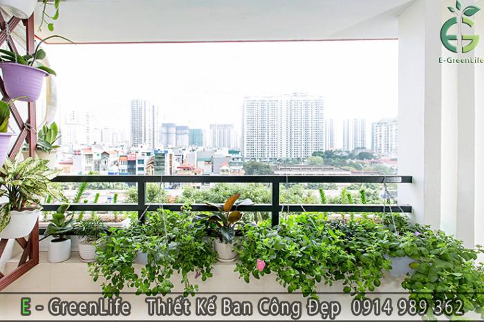 mau-ban-cong-dep-combo-5-nha-anh-To-tai-Khuat-Duy-Tien