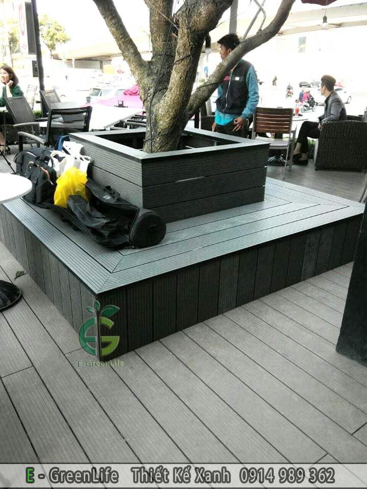 Gốc cây được ốp gỗ nhựa composite trở thành ghế ngồi